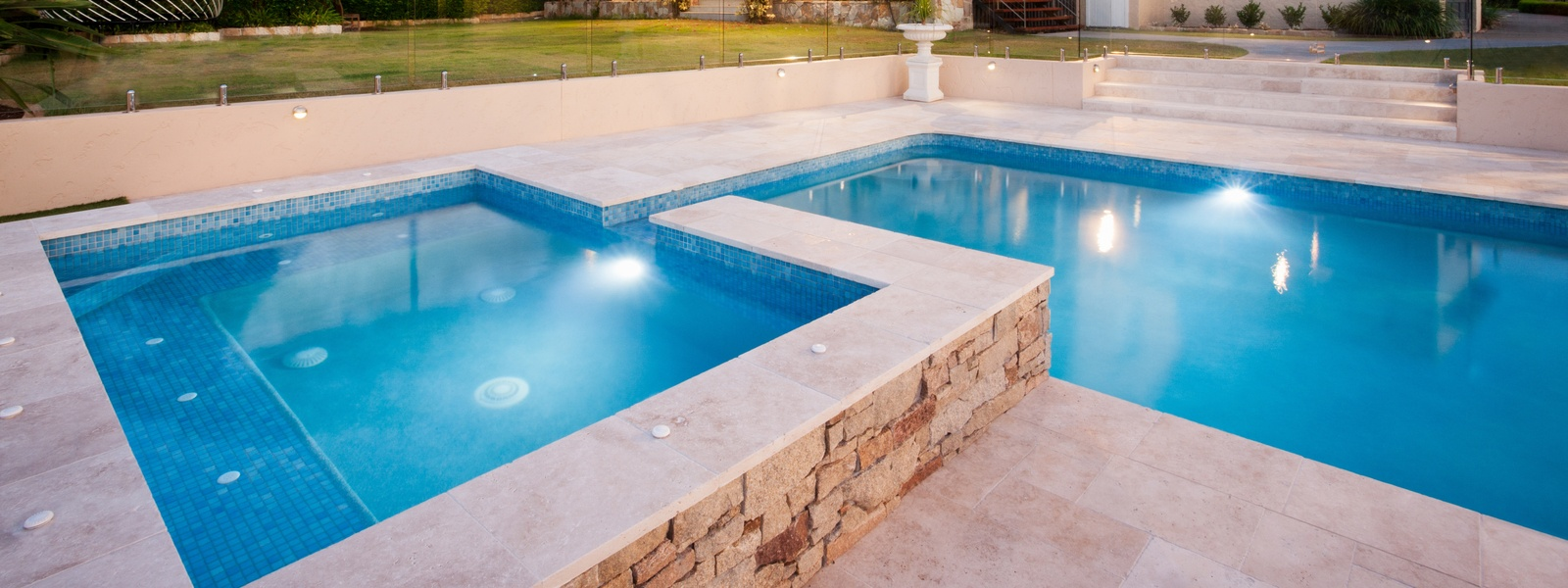 4 Benefits of Using LED Pool Lighting